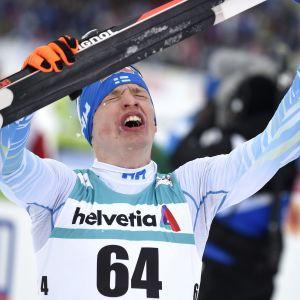 Iivo Niskanen firar VM-guldet 2017.