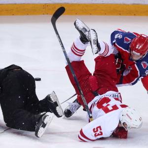 Jokerit och CSKA i fysisk kamp.
