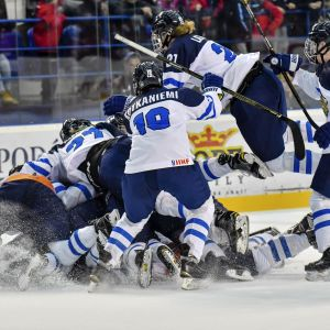 Smålejonen i en hop på isen