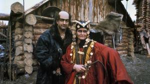 Esko Salminen (Pohjolan isäntä) och Kristiina Halkola (Pohjolan emäntä) i tv-serien Rauta-aika.