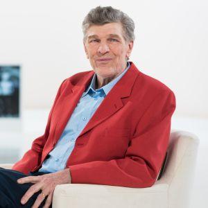 Esko-Juhani Tennilä istui eduskunnassa yli kolme vuosikymmentä. Mitä värikäs puhuja nyt ajattelee urastaan?