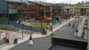 Bild från mässområdet på bostadsmässan i Esbo 2006.