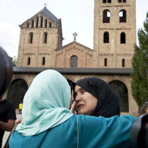 Det muslimska samfundet i Ripoll samlades till en tyst minut på lördagen för att hedra offrewn