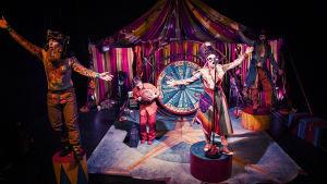 Föreställningsbild av produktionen Hamlet sade det vackrare