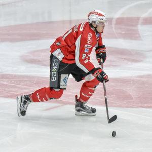 Vasa Sports försvarare Ari Gröndahl hör till ligaspelarna som får göra A-landslagsdebut senare den här månaden.