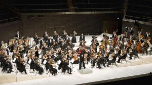 Radio sinfoniaorkesteri esiintyy.