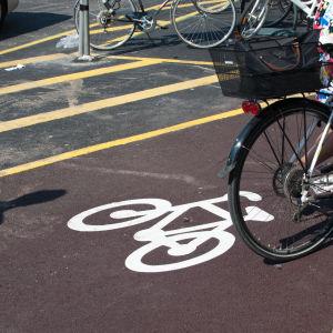 Cykelled på Köpmansgatan i Åbo.