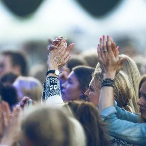 Festivalpublik på Seibona Seys spelning på Ruisrock 2016