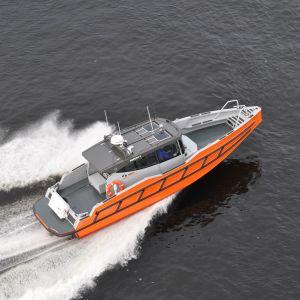 Motorbåten Green Bay Force 10.