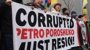 "Demonstration i Kiev mot Ukrainas president. ""Den korrumperade Petro Porosjenko måste avgå"""