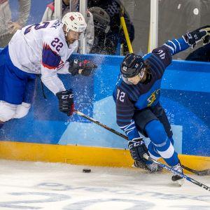 Miro Heiskanen är en ishockeyspelare.