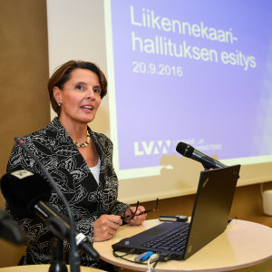 Trafik- och kommunikationsminister Anne Berner (C)