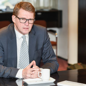 Matti Vanhanen i februari 2016, vid lanseringen av sin bok om utrikespolitik.