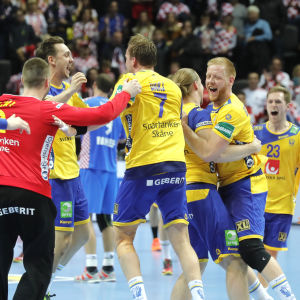 Sveriges spelare firar segern över Kroatien, EM 2018.