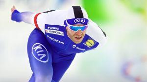 Mika Poutala skrinner.