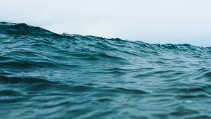 myrskyävän meren aaltoja