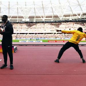 Christian Coleman, Justin Gatlin och Usain Bolt efter prisceremoninen, VM 2017.
