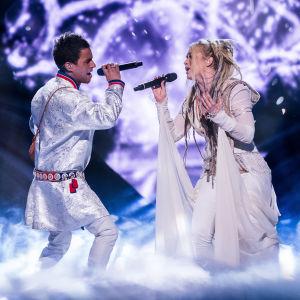 Jon Henrik Fjällgren och Aninia på Melodifestivalens scen