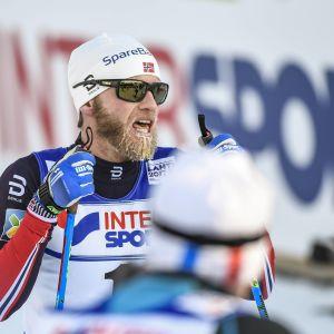 Martin Johnsrud Sundby med snö i skägget.