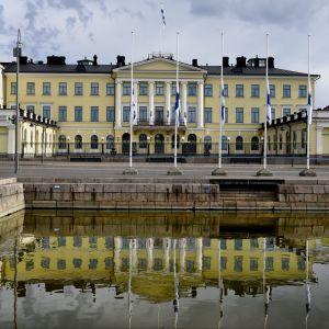 Sorgflaggning vid Presidentens slott