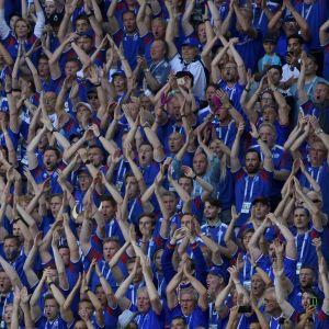 De isländska fansen firar efter att Island spelade oavgjort med Argentina i VM-premiären 2018.