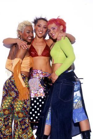 Alice Deejay på scen, Judith Anna Pronk, Angelique Versnel och Mila Levesque.