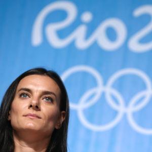 Jelena Isinbajeva höll presskonferens i Rio de Janeiro.