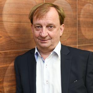 Affärsmannen Hjallis Harkimo i anslutning till en intervju vid MTV3 i februari 2016.