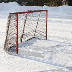 Ishockeymål på skridskobana.