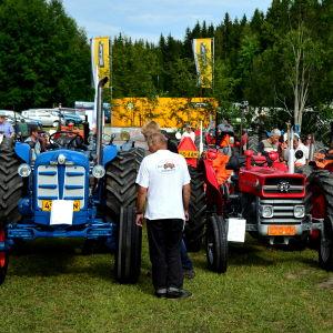 Traktorer på utställning