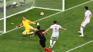 Mario Mandzukic gör mål mot England
