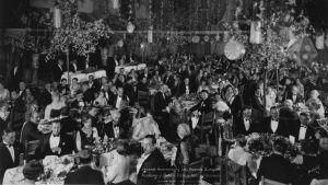 Ja Oscarin saa... Dokumenttielokuva Oscarien jaon historiasta. Kuva vuodelta 1929.