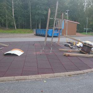 Klätterställningen är vandaliserad vid Sundom skola i Vasa.