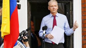 Julian Assange har hållit framträdanden från balkongen på Ecuadors ambassad i London under sina två år i huset.