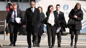 Statsminister Sipilä på väg in till toppmötet i Bryssel