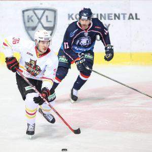 Joonas Järvinen spelar ishockey i Kina.