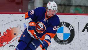 Robin Salo i New York Islanders-tröja.