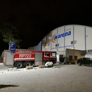 Brandbil utanför Vasa ishall.