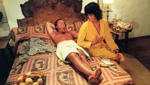 Jack Nicholson ja Maria Schneider elokuvassa Ammatti: reportteri