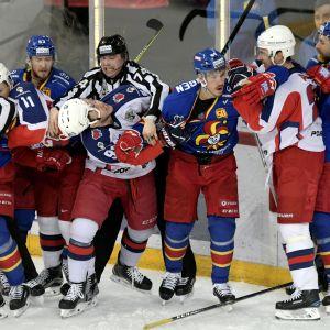 Stökigt mellan Jokerit och CSKA.