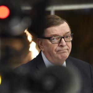Paavo Väyrynen mötte pressen den 25 april 2018 och meddelade att han återvänder till riksdagen.
