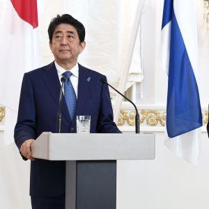 Japans premiärminister Shinzo Abe och president Sauli Niinistö.