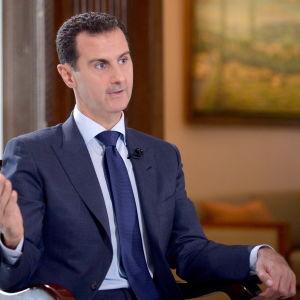 Syriens president Bashar al-Assad skulle gärna samarbeta med Donald Trump och USA som han kallar en naturlig allierad