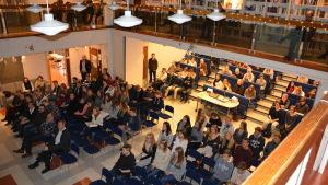 Elever från Höjdens skola och Ekenäs gymnasium