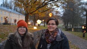 Konstnären Anna Ulff har skapat lyktor och Malena Lindqvist arrangerar ljusfest i Fiskars