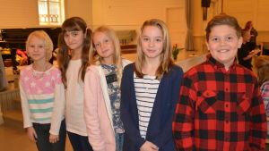 Ada Willför, Ellinor Röman, Catharina Flythström, Ida Nordström och Ludwig Grönroos går i Svartå skola