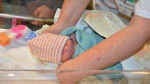 Nyfödd baby på Lojo bb.