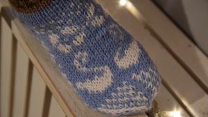 Närbild på en stickad strumpa