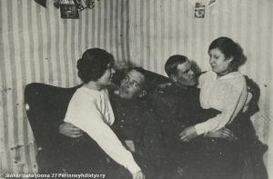 Jääkärit vapaa-ajanvietossa Riianlahdella (1916).