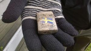 """Leirintäalueen vakiotavaroita: sytkäri """"Sweden"""" on """"made in China""""."""